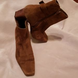 ANNE KLEIN  RUST SUEDE ZIP BOOTIES SZ 8 M